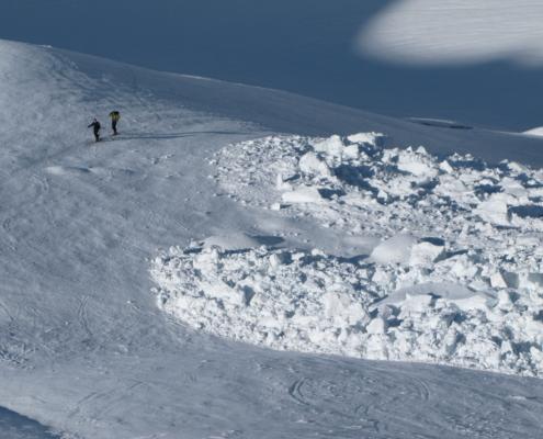 Skitour unter Eislawine
